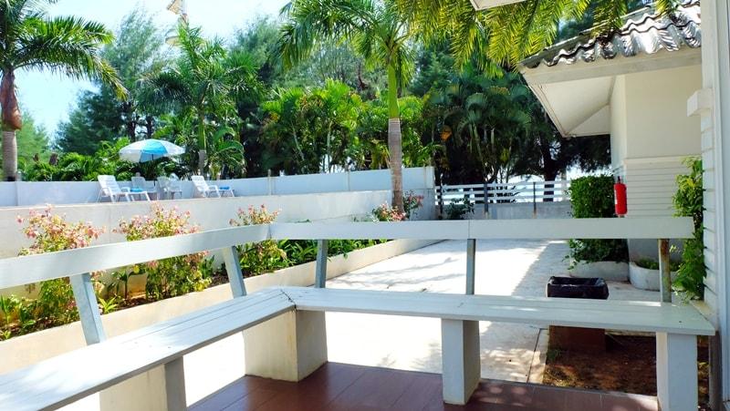 LAEMSING NATURAL BEACH: บ้านชมดาว – ชมเดือน