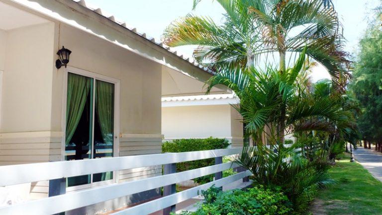 LAEMSING NATURAL BEACH: บ้านชมทะเล แฟมิลี่ ซีวิว
