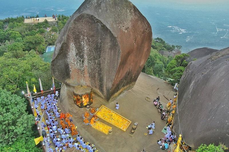 แหลมสิงห์ แนชเชอรัลบีช รีสอร์ท จันทบุรี: รอยพระพุทธบาทเขาคิชฌกูฏ