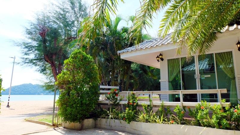 แหลมสิงห์ แนชเชอรัลบีช รีสอร์ท จันทบุรี: บ้านชมทะเล ดีลักซ์  ซีวิว